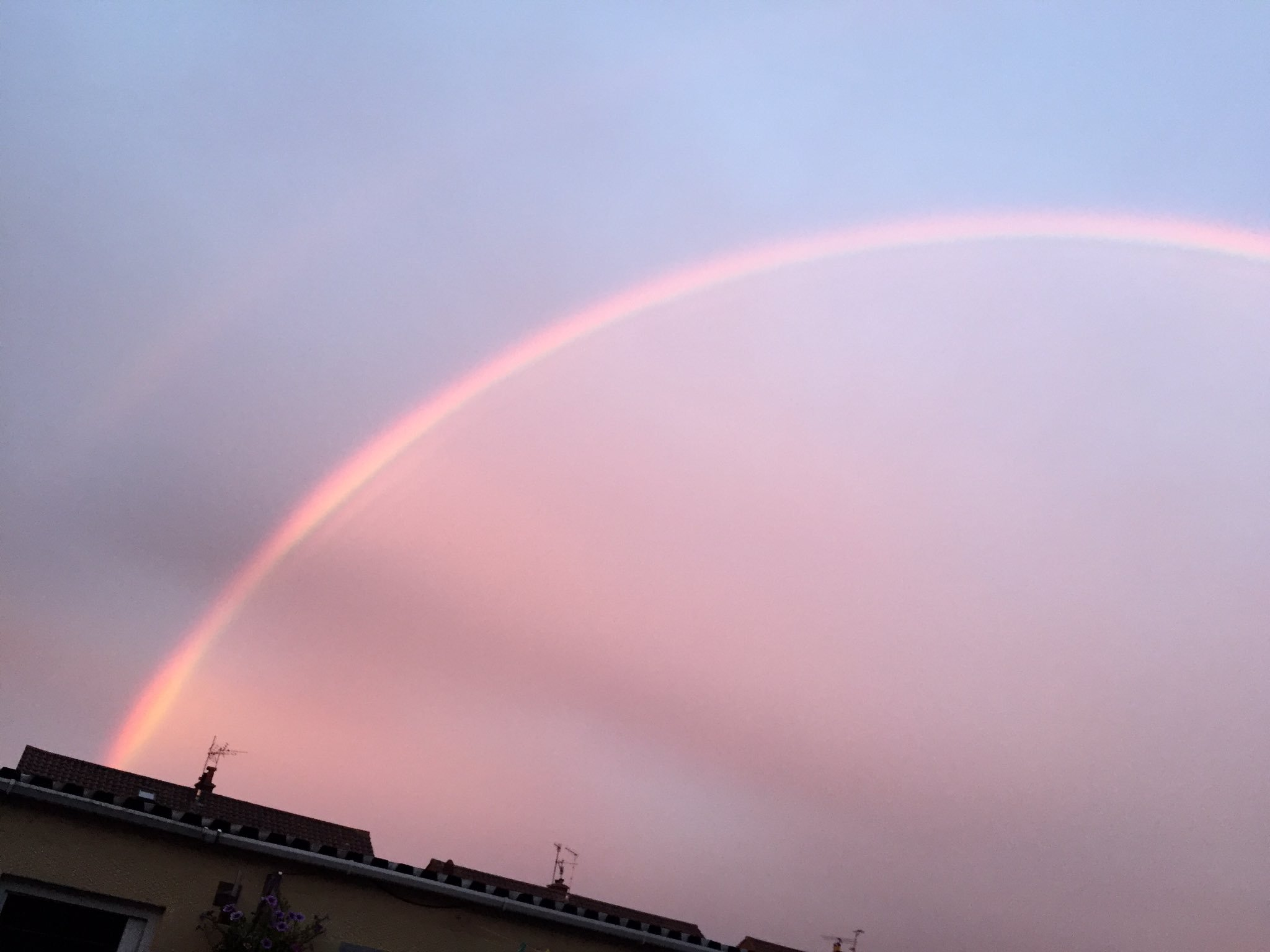 Thumbnail for Pink rainbow appears in England