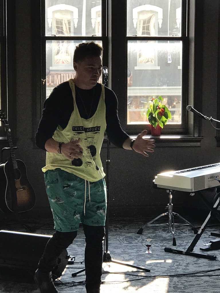 Whoa! @ShawnHook is ready to #summerblast #remindingme <br>http://pic.twitter.com/ixvobt2Hfe