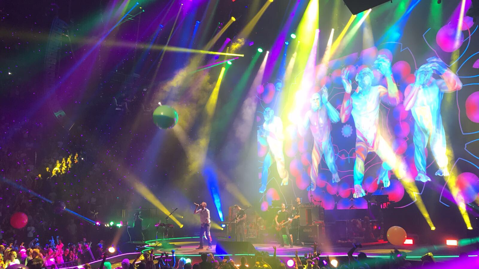 ����Thanks for the shoutout @coldplay. Wonderful show. Enjoyed every minute https://t.co/cVpFRQsbd4