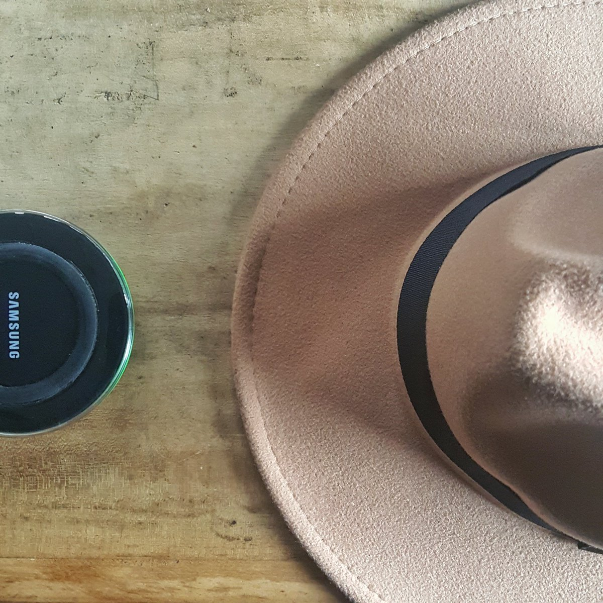 No Strings Attached. live #WIRELESSLY.  @samsungmobileng #WirelessCharger.  usage review | coming soon  #techblogger #blogger #mobile<br>http://pic.twitter.com/6RINsdpQhJ