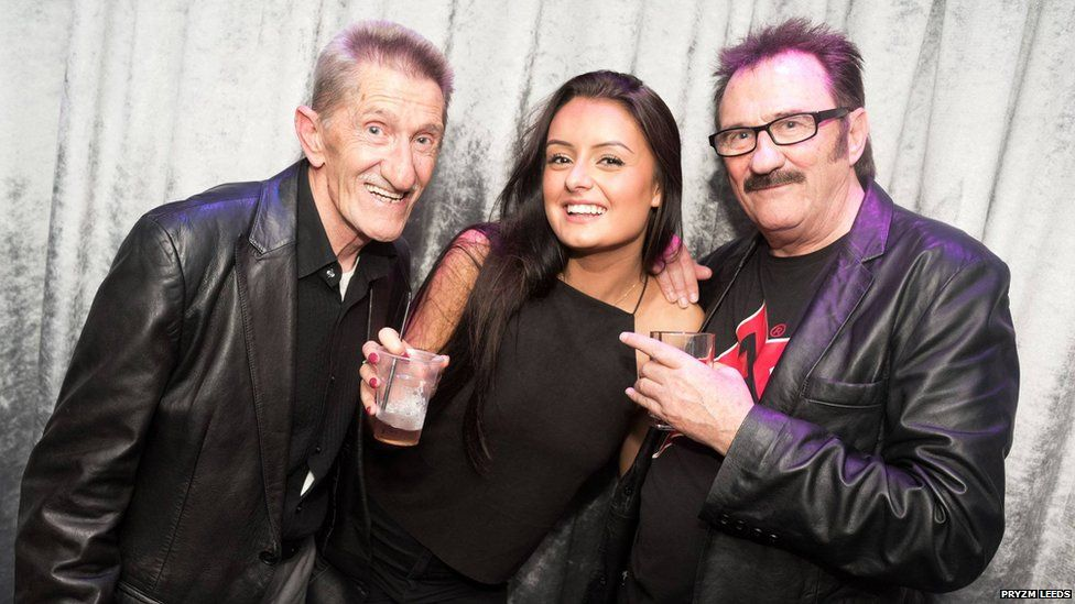 Still the greatest ever optical illusion that involves a fan, a drink and the Chuckle Brothers. https://t.co/GU6pczycn8