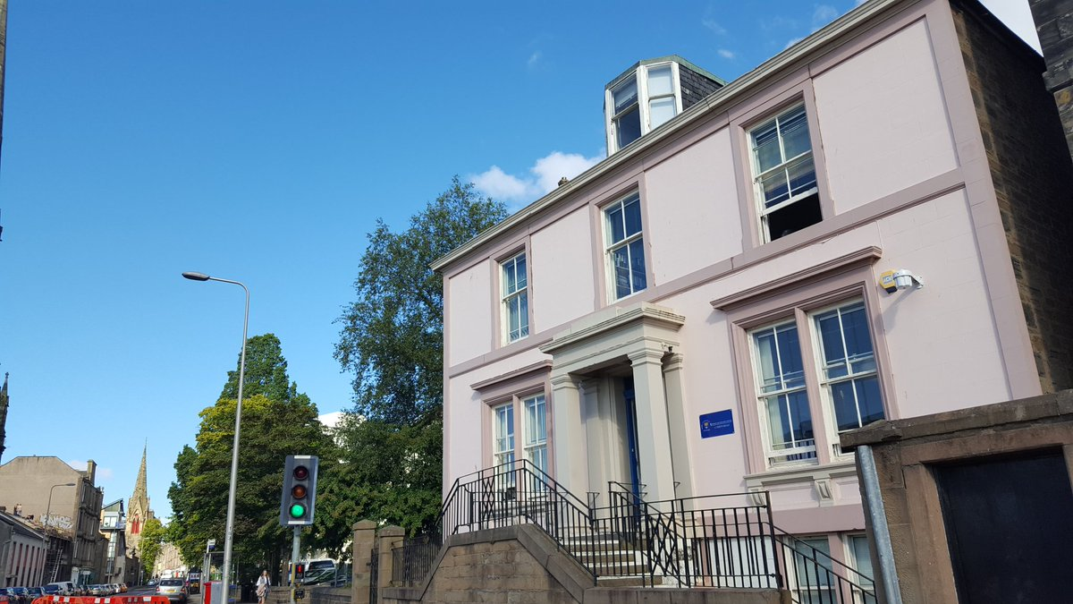 #11PerthRoad is looking handsome under today&#39;s blue skies #dundeeuni @UoDRIS #thePinkHouse<br>http://pic.twitter.com/XQ0FuiCUn3
