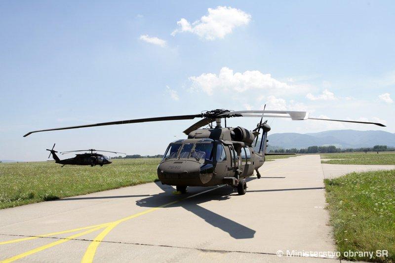 سلوفاكيا تتسلم اول مروحيتين UH-60 Black Hawk من الولايات المتحده  DGy4sVEXcAAswru