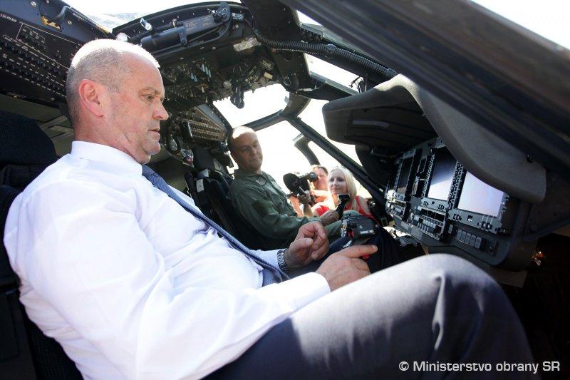 سلوفاكيا تتسلم اول مروحيتين UH-60 Black Hawk من الولايات المتحده  DGy4sVfXUAARIqN