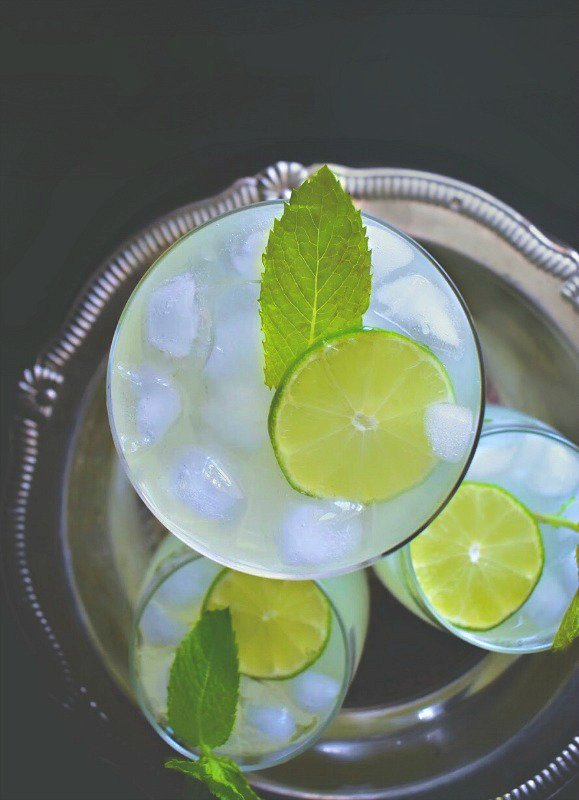 Cardamom &amp; Mint #Lemonade (2 Ways): Refreshingly Delicious &amp; Super Easy to Make -  http://www. easycookingwithmolly.com/2017/08/cardam om-and-mint-lemonade-2-ways/ &nbsp; …  #drinks #RecipeOfTheDay<br>http://pic.twitter.com/qV09ahj6t1