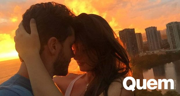 Camila Queiroz e Klebber Toledo comemoram um ano de namoro. https://t.co/csD3Dh4F0N