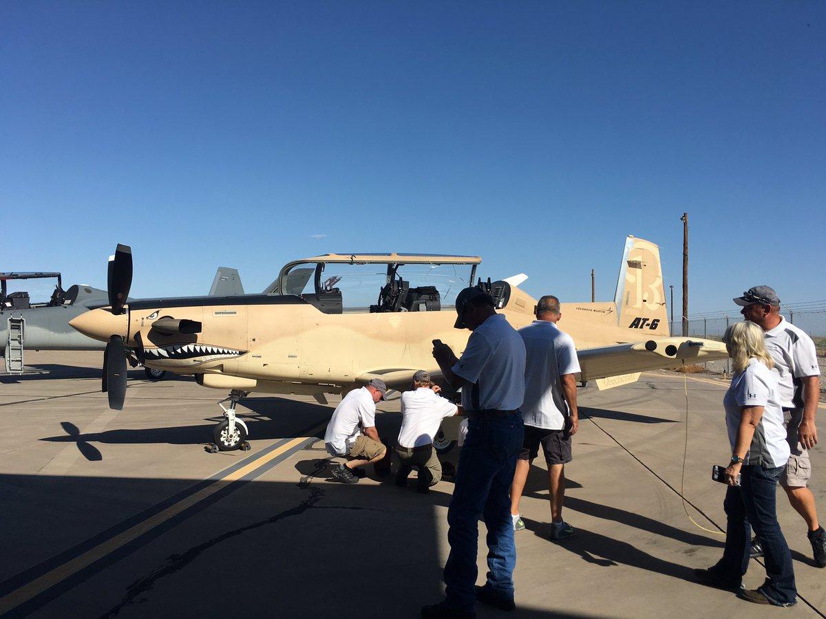 الوداع المؤجل - A-10 Thunderbolt II - صفحة 4 DGzF5nuVYAAHaM5