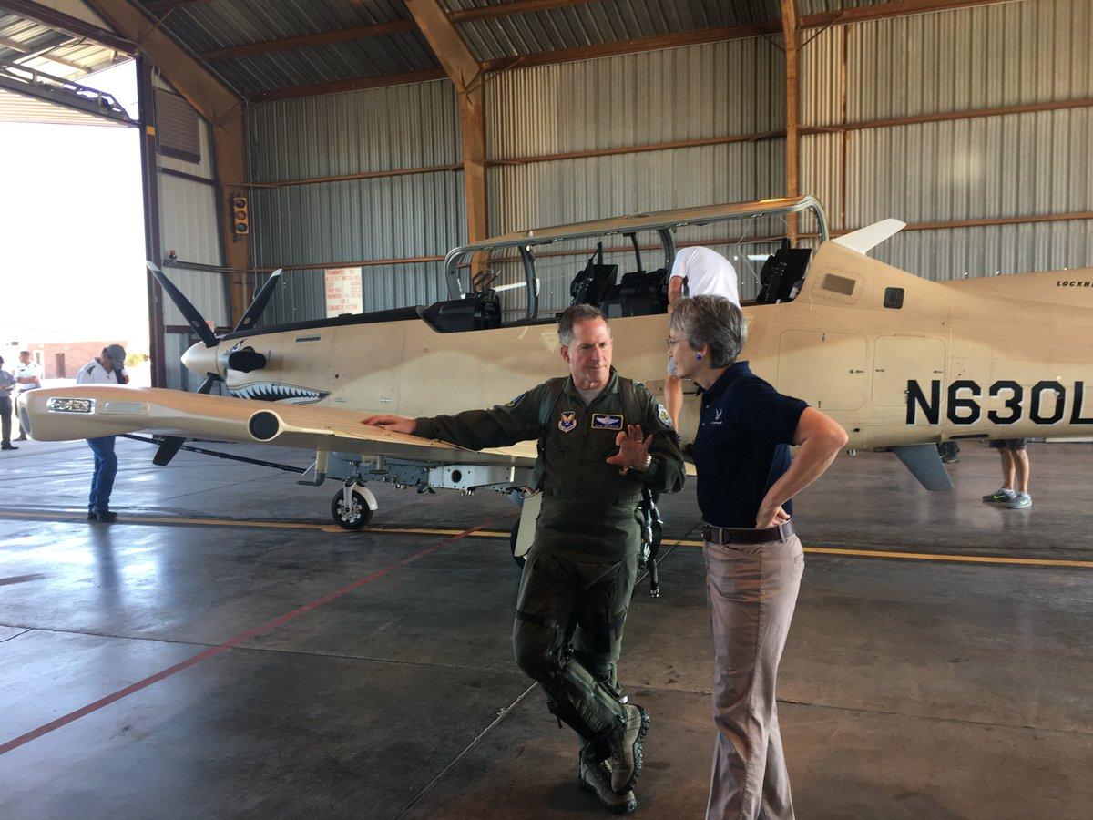 الوداع المؤجل - A-10 Thunderbolt II - صفحة 4 DGzF7kbUwAE8kvA