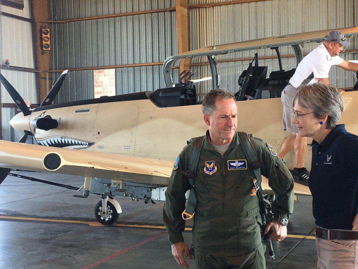الوداع المؤجل - A-10 Thunderbolt II - صفحة 4 DGzF7lTVwAAhDcs