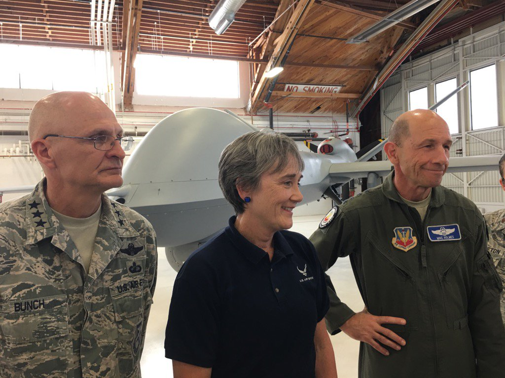 الوداع المؤجل - A-10 Thunderbolt II - صفحة 4 DGzU5KcUwAIwfP0