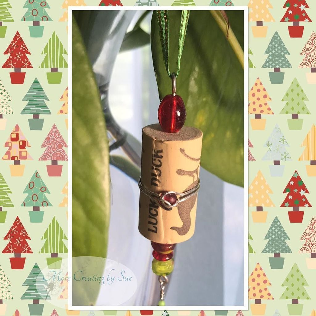 Here is another cute ornament.  #wireart #Christmas #ornament #wine #winecorks #winecorkcrafts …  http:// ift.tt/2uq6G2z  &nbsp;  <br>http://pic.twitter.com/qXaefcypyq