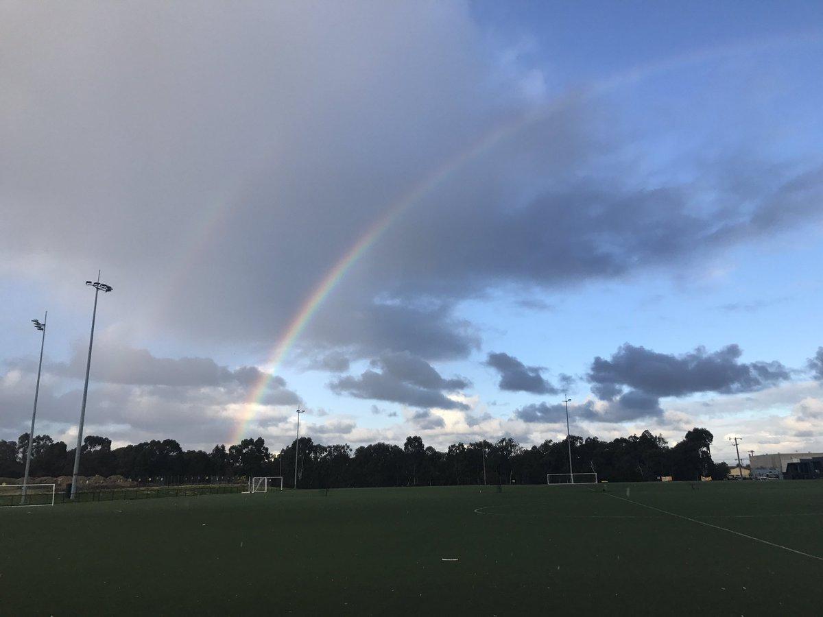A beautiful  keep us company tonight  #atozfootball #football #melbourne #rainbow #oz  #melbournelife  #soccer #australia #italy #calcio <br>http://pic.twitter.com/afz77KM8Li