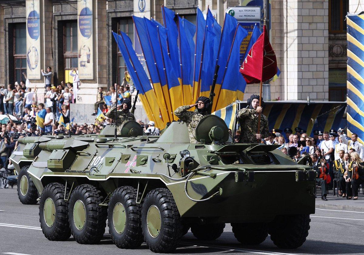 Seit 2014 feuert die #Ukraine ihren Unabhängigkeitstag mit einer großen Militärparade. Heute mit NATO-Soldaten. https://t.co/NZnXohraiC https://t.co/vnnBoZt8BD