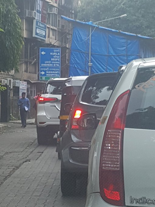 Ganeshji is supposed to be removed of obstacles and not create obstacles in middle of the road :( https://t.co/h1iA5BBqZR