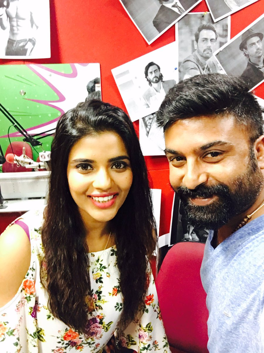 Thank you @aishu_dil for the visit, all the best for #Daddy  @MYFMIndia studio visit #aishwaryarajesh  #daddyOn8sept @DaddyRealStory<br>http://pic.twitter.com/FEmtgWZeX8
