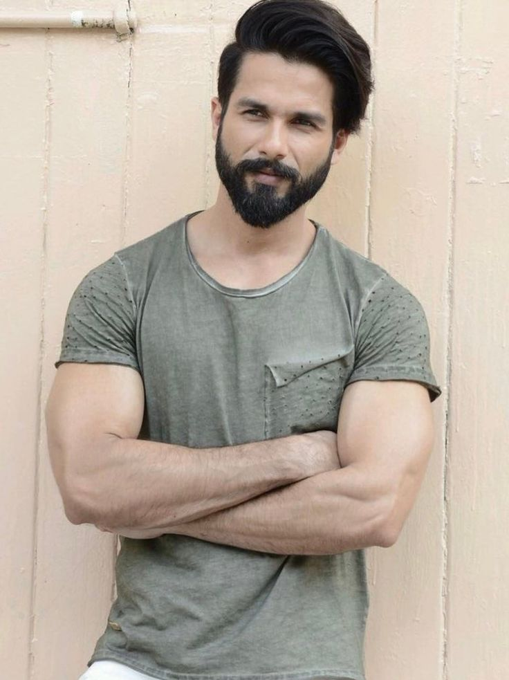.@kriarj To Collaborate With @shahidkapoor For Their Next?   http://www. desimartini.com/news/bollywood /kriarj-entertainment-to-unite-with-shahid-kapoor-for-their-next/article60289.htm?utm_source=twitter&amp;utm_medium=referral&amp;utm_campaign=twitter_martinishots &nbsp; …   #Bollywood #Padmavati<br>http://pic.twitter.com/BwecgoVnwg