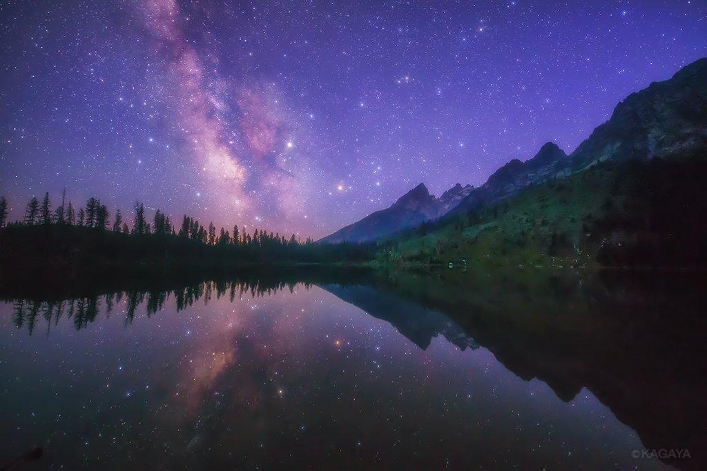 日食が終わったその日の夜、静寂の湖に満天の星が映っていました。(先ほど、アメリカ、ワイオミング州にて撮影) pic.twitter.com/9rrphgmRtQ