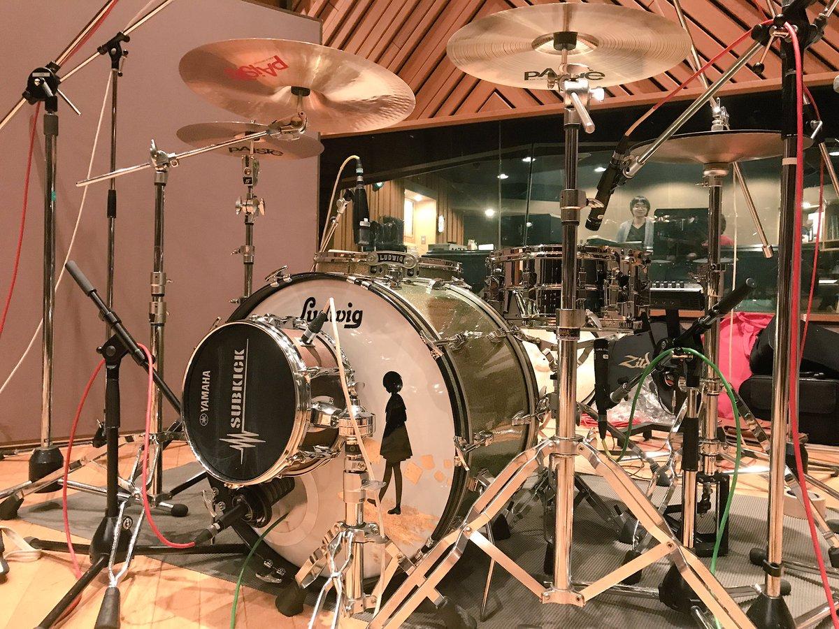 アンノウン・マザーグース  Ludwig Super Classic Drums Soner Phonic D-506 Snare Piste Formula、Signature、2002 Cymbals https://t.co/PgClPsRZZE