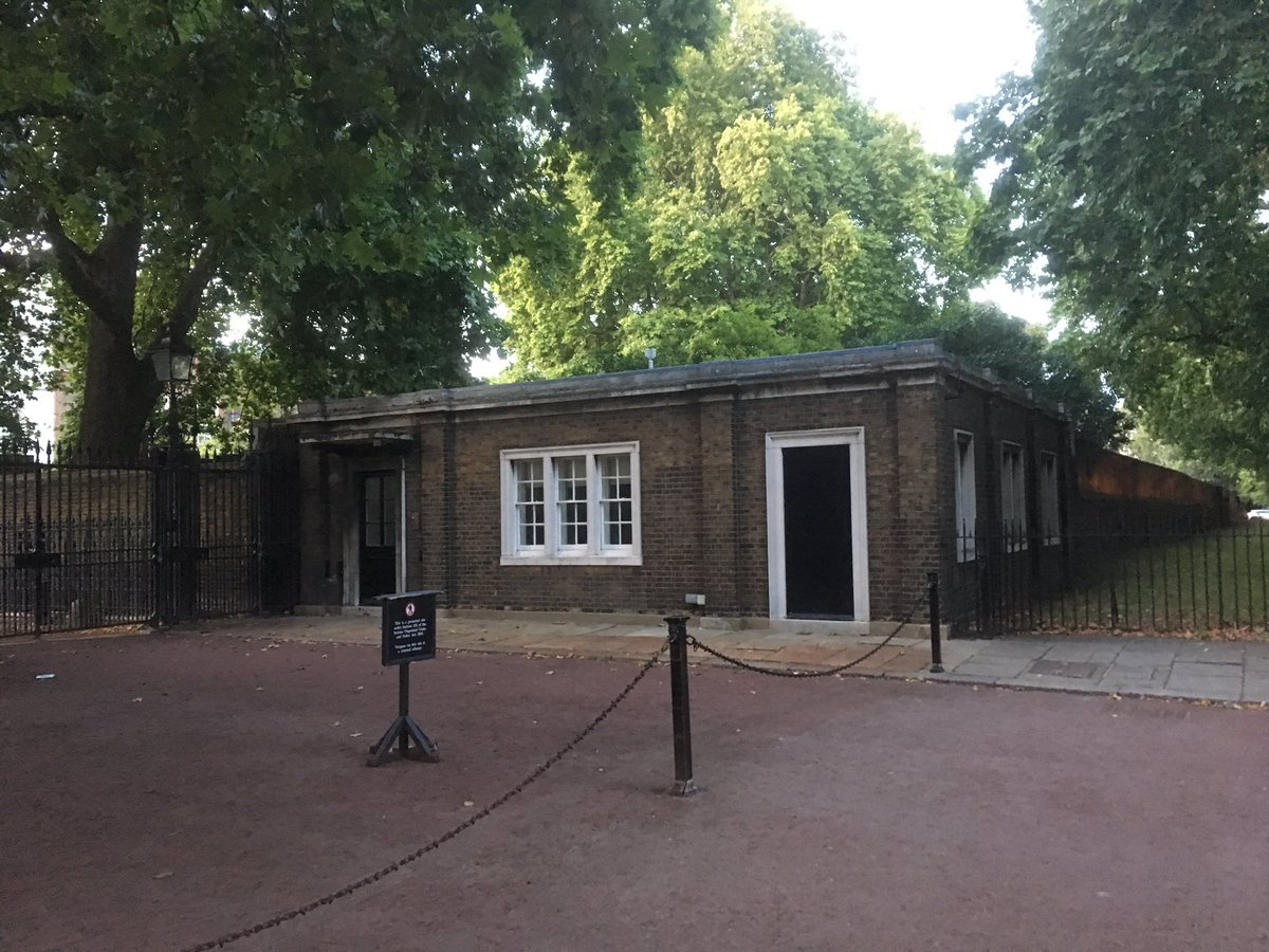 The Gate Lodge on the Mall at Stable Yard Road gates Clarence House #London once home to Billy Tallon Devoted servant to the Queen Mother <br>http://pic.twitter.com/h8uZZV5ZR2
