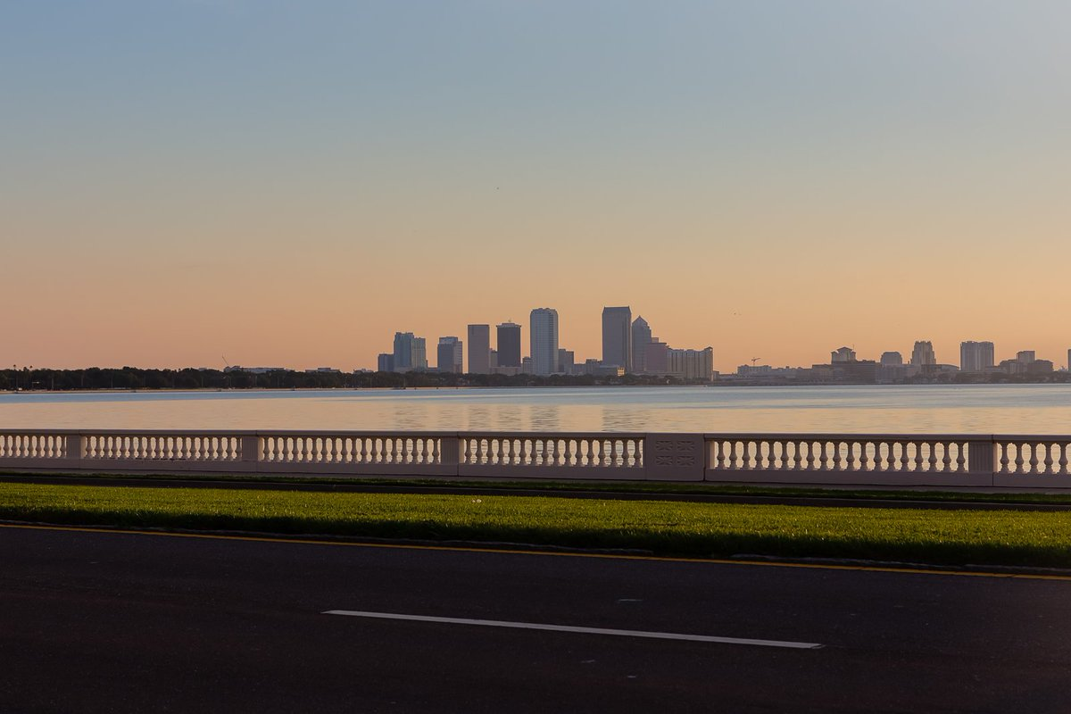 Peaceful morning on Bayshore Boulevard in #Tampa <br>http://pic.twitter.com/2BD9qclD2I