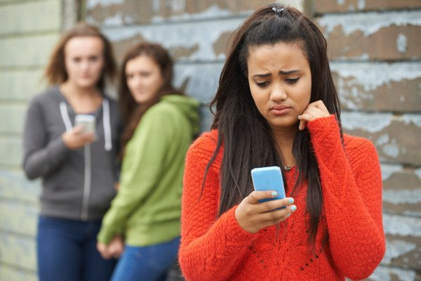 For expert tips &amp; advice on topics such as #cyberbullying &amp; more subscribe to our #onlinesafety email today:  http:// ow.ly/hUAI30exvBz  &nbsp;  <br>http://pic.twitter.com/mjezG4ZhlB