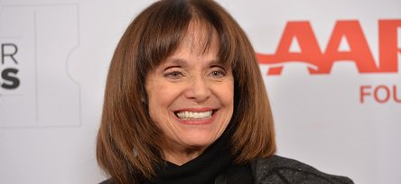 Happy Birthday to actress Valerie Harper (born August 22, 1939).