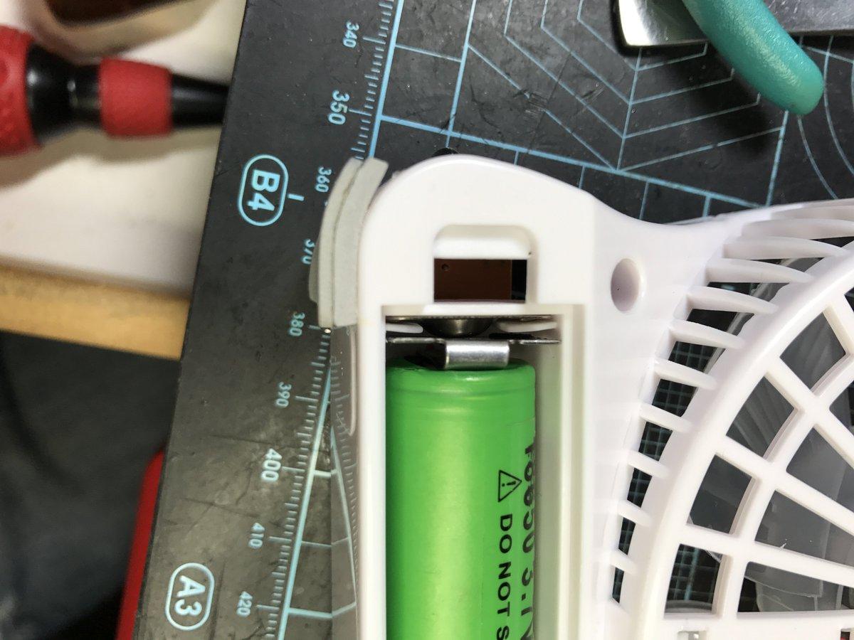 test ツイッターメディア - ダイソーの300円扇風機 電子タバコの18650電池で使えるよ コード収納とかになってるけど 中に端子が有るし試しに電池入れてみたら ながさが足らない分金物加工して入れれば 元気に回る回る完璧よ お試しあれ #ダイソー #USB扇風機 #電子タバコ #イバラキYK123 https://t.co/UDp8Nlovrt