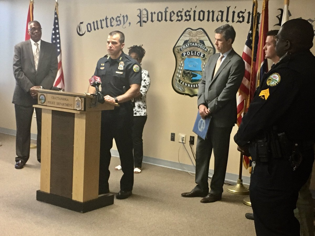 Deputy Chief Roddy, Mayor @AndyBerke announce new #police pay plan that&#39;s fair across rank &amp; sustainable for years to come. <br>http://pic.twitter.com/6fGUqBm3fB &ndash; bij Chattanooga Police/Hamilton County 9-1-1