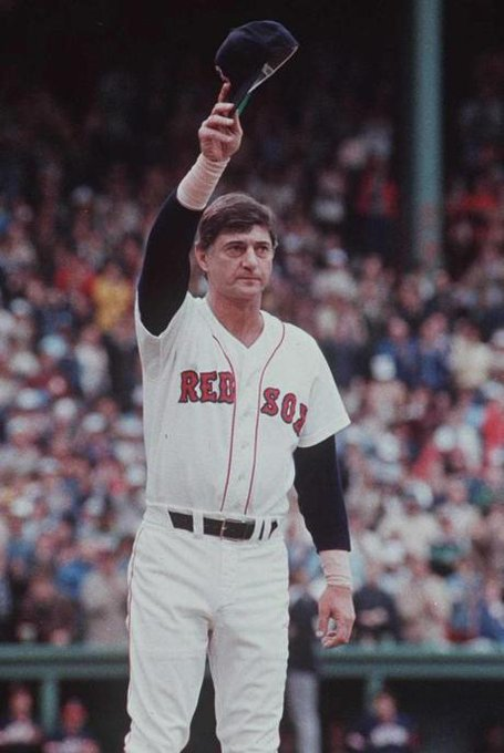 A very Happy Birthday to Carl Yastrzemski born in 1939. Spent his HOF career with the