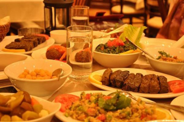 غرامة 20% على تاركي فائض الطعام في الأطباق :   : #مختارات_من_عاجل  -