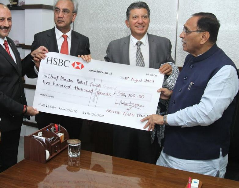 UK based Gujaratis collect 5 lakh pound for flood-hit Gujarat; Dolar Popat, Rushibhai Sachde handover cheque to CM
