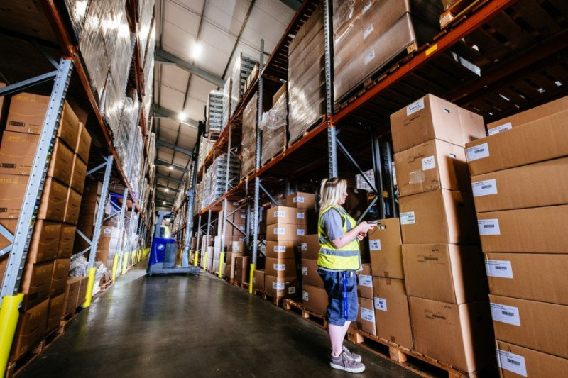 .@EastTransLTD invests £1.6m in new #warehouse to capitalise on online #sales #logistics #Yorkshire #NorthEast   http:// bit.ly/2wkDTg0  &nbsp;  <br>http://pic.twitter.com/NWKfj5uQ0o