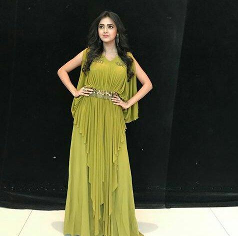 Looking so #gorgeous in #green  #TejasswiPrakash #fashionblogger #dress #fashion #bollywood <br>http://pic.twitter.com/wBfyYMGwpz