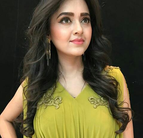 Wowee  RT if you love her look #TejasswiPrakash #indonesia #fashionblogger #fashion #Bollywood <br>http://pic.twitter.com/x2DuTuWizL