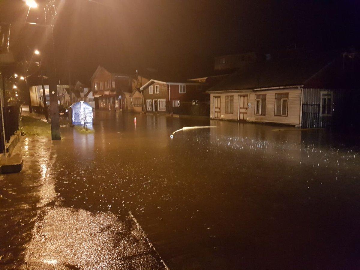 RT @radiochiloe Balance del temporal en imágenes. Quellon, borde costero de Queilen y Fatima en Ancud.