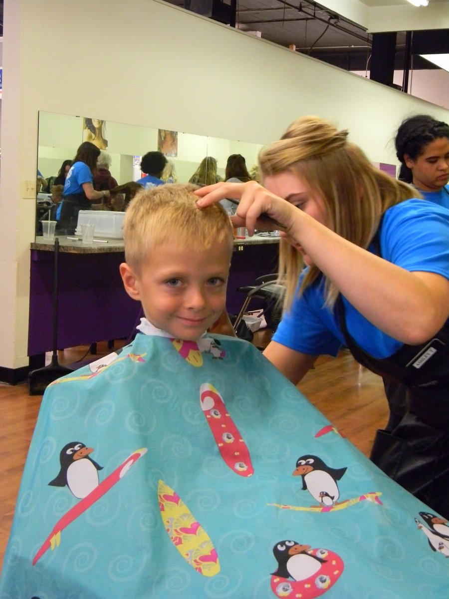 Thank you to Josef&#39;s @JSOHD for a successful Cuts for Kids and for creating all these wonderful smiles.  #smiles #hairstyle #Fargo<br>http://pic.twitter.com/7xvXvNDPo4
