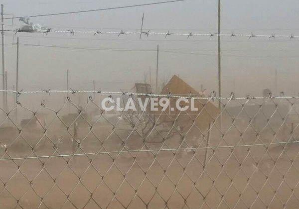 RT @Clave9cl Bomberos de Argentina nos reportan precaución a quienes viajan hoy a Prov de Neuquén. Viento de hasta 100Km/h que ha derribado incluso casas