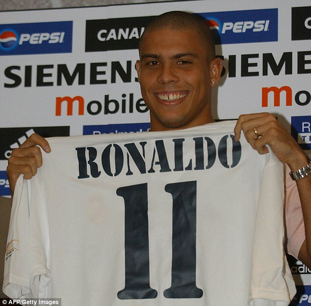 On this day 2002: Ronald signed for Real Madrid   #realmadrid #ronaldo <br>http://pic.twitter.com/FK0AHR0Hbr