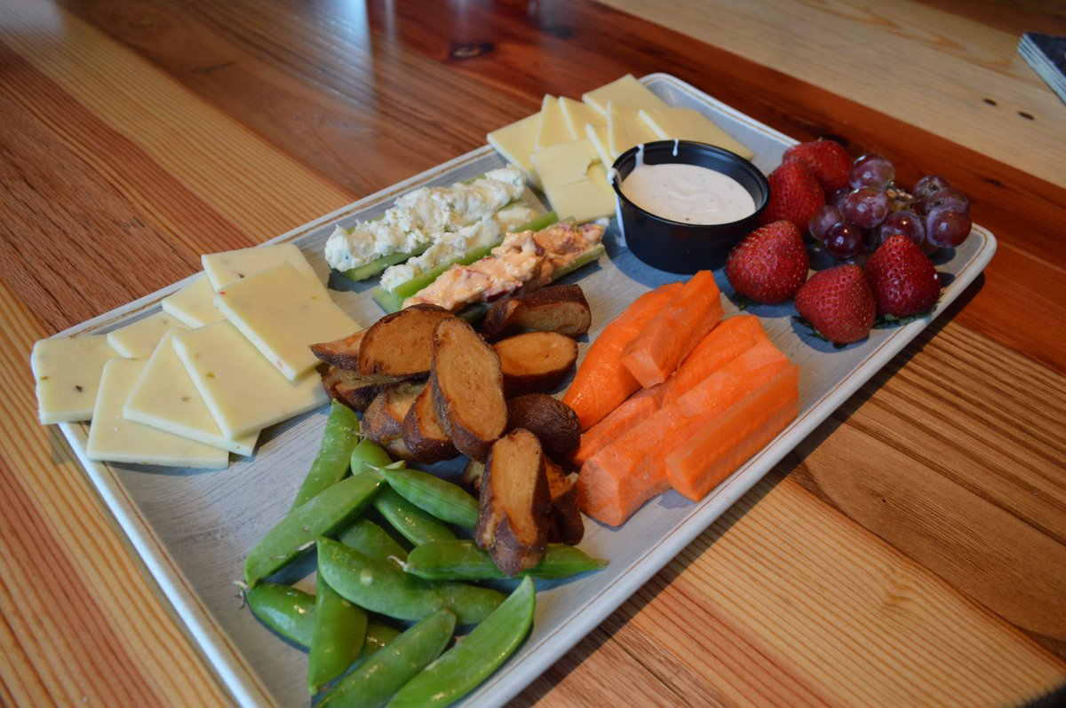 It&#39;s tasty. It&#39;s shareable. It&#39;s beautiful. Try our Vegetable and Cheese Plate to start your experience at #Corner16 #KnoxRocks #veggies <br>http://pic.twitter.com/M9hCgzsQj8