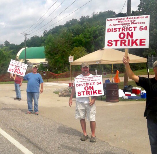 Solidarity for @MachinistsUnion Members of Local 1471 District 54 @IAMAW_EastTerr on STRIKE at Mahle Engine Components in OH #solidarity #1u<br>http://pic.twitter.com/4aw8b0o4VV