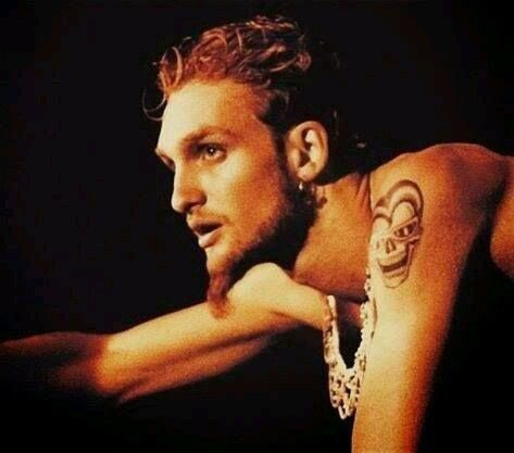 Happy birthday to the , Layne Staley. The best to ever pick up a microphone in my book. You are missed!