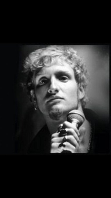 Probably my favourite singer of them all,wish he was around to celebrate his 50th.Happy birthday Layne Staley