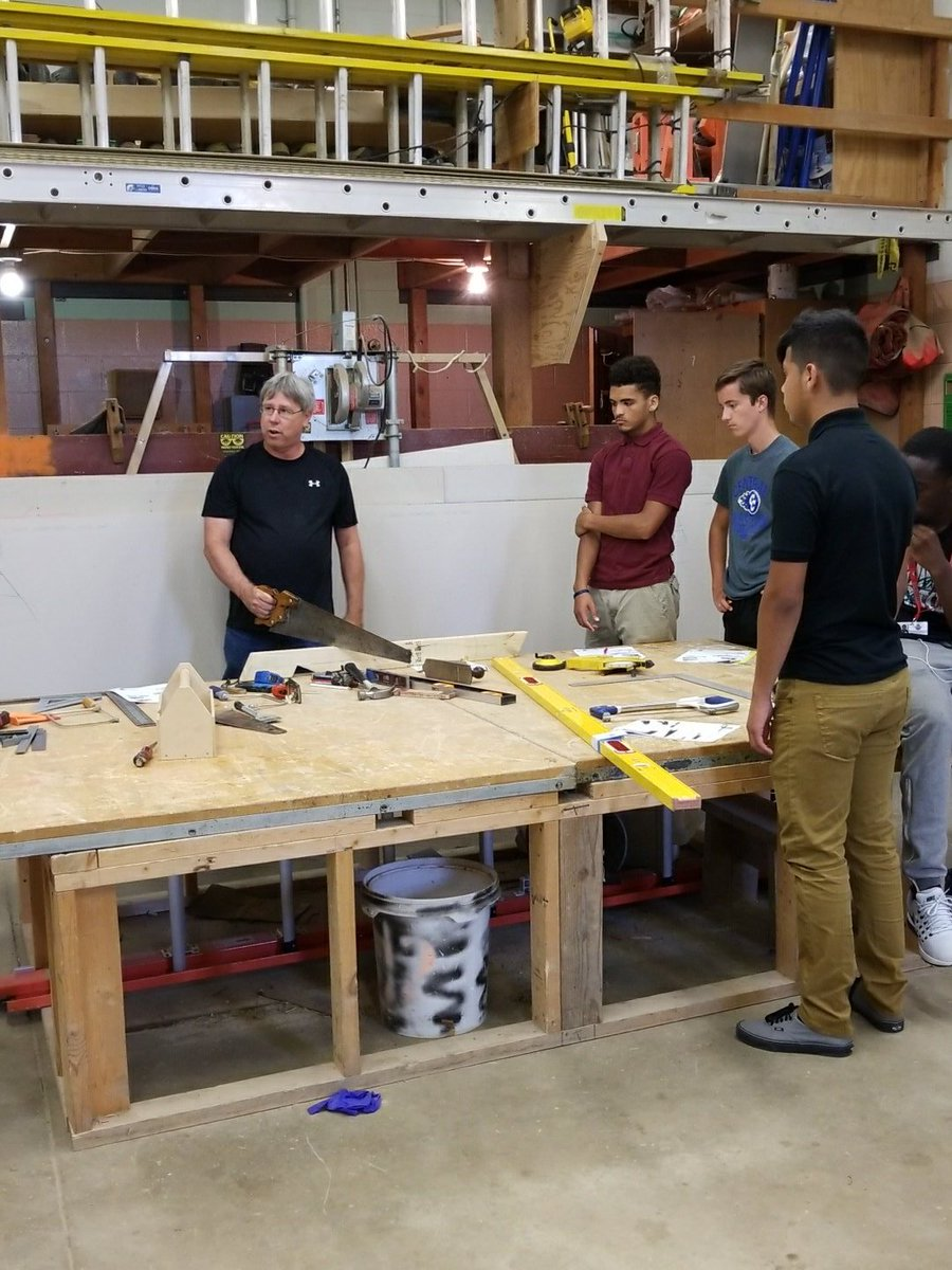Mr. Enz demonstrates the proper use of tools with students from Kankakee, @bbchs307, and Clifton Central.  #engagement #togetheratkacc<br>http://pic.twitter.com/4LxpeiD7NF