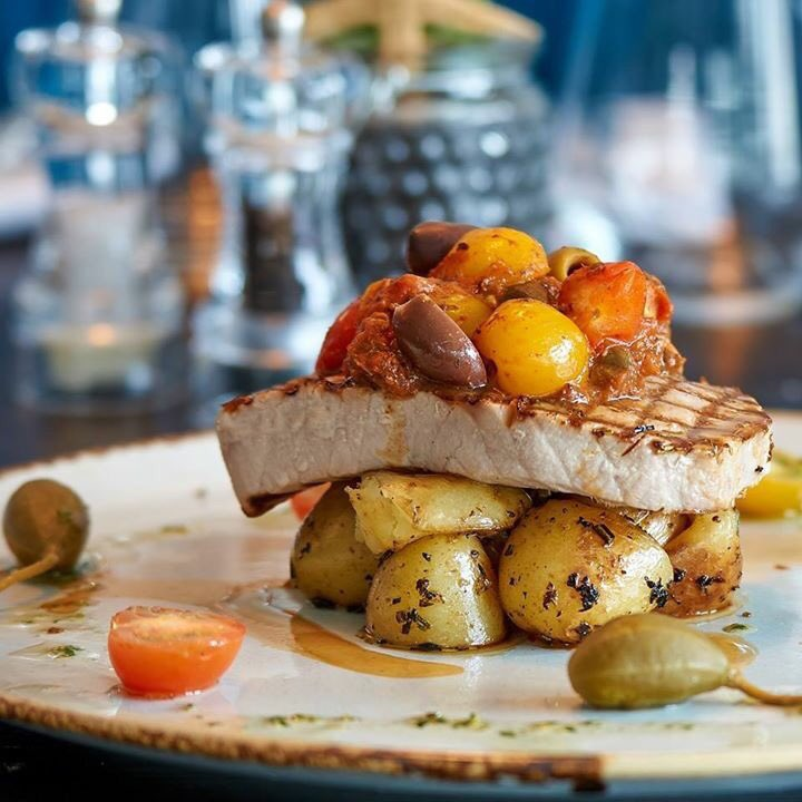 We&#39;re open til 10pm tonight, people warming up for the #BankHolidayWeekend early! #wirral #dining <br>http://pic.twitter.com/X53SsCEAtH