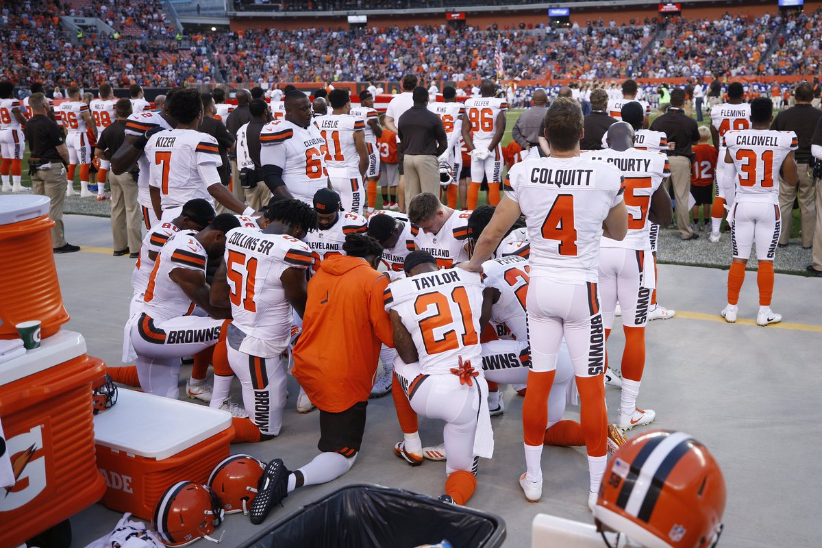 Browns Players kneel in prayer during National Anthem in Protest [VIDEO] https://t.co/16DIGmhAuK https://t.co/DZuNAv69gk