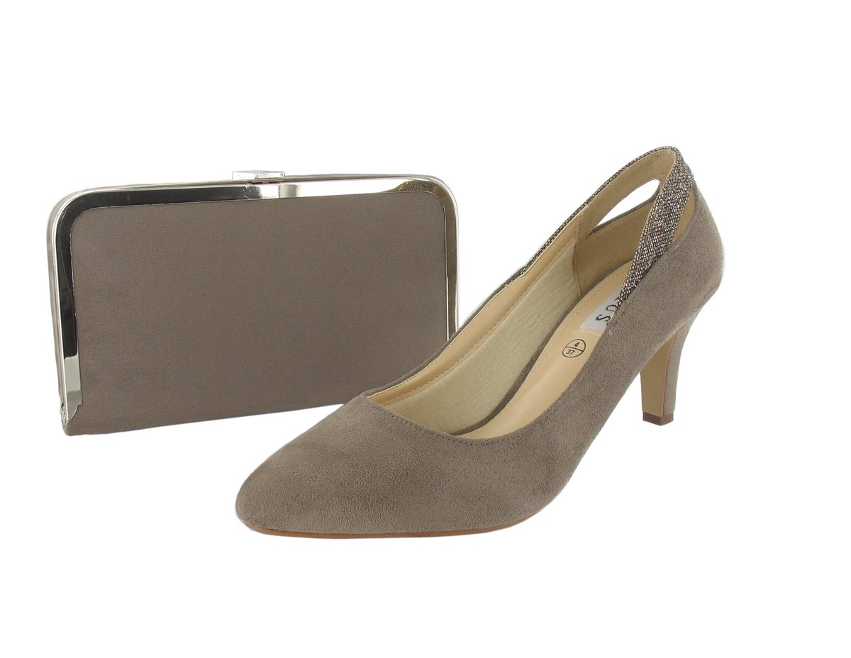 These could be the #shoes and #matching #handbag you #win for #free simply just #retweet to enter our #competition #rt and simply #follow<br>http://pic.twitter.com/zzYCtw9SPE