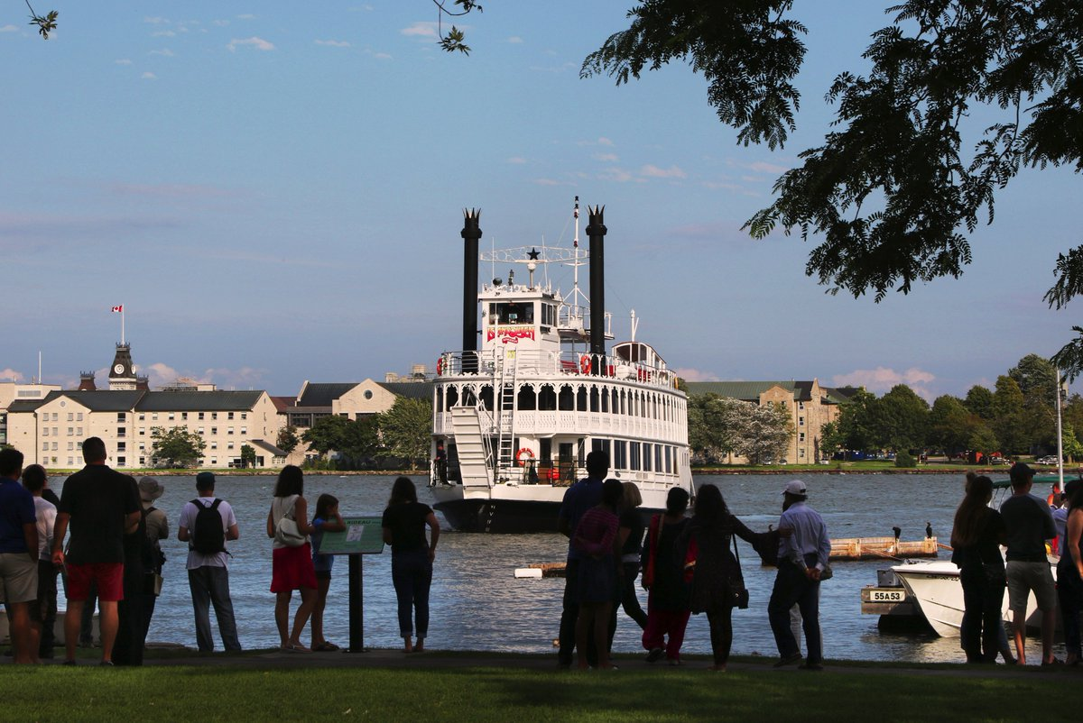 Lovely shot of the Island Queen arriving in Confederation Basin in #ygk.  She sails every weekday at 12:30pm (Weekends at 10:30am and 2pm!) <br>http://pic.twitter.com/vWqZIcgIUH