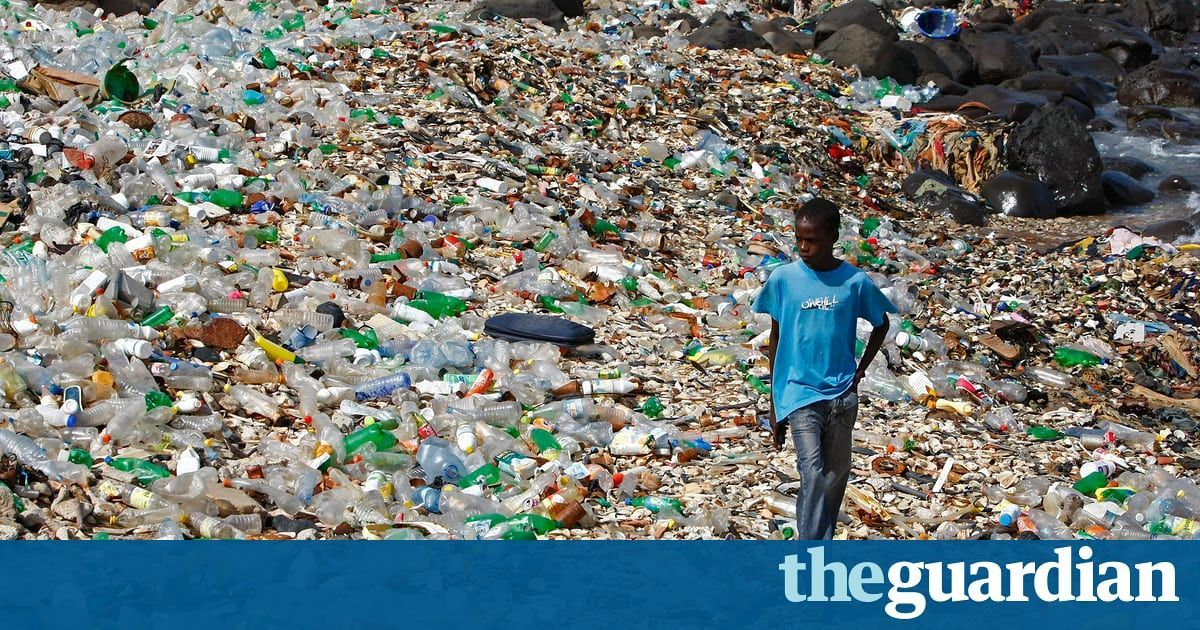 """The amount of #plastic produced in a year is roughly the same as the entire weight of humanity""  https:// buff.ly/2wAUY4S  &nbsp;   #twitter <br>http://pic.twitter.com/sjCTMw9oDa"