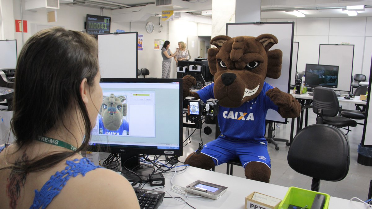 Torcida do @Cruzeiro , olha quem já fez a biometria. Falta você! >https://t.co/28YJlbr4ra https://t.co/r702t7rWdp