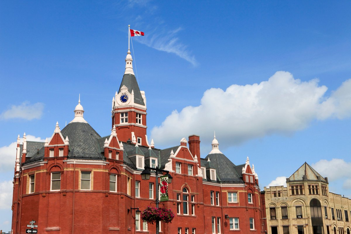 Have you been to Stratford? This  town is home to an international superstar &amp; a world-renowned theatre company! #TravelTuesday #Canada150  <br>http://pic.twitter.com/WECWy4Oz92